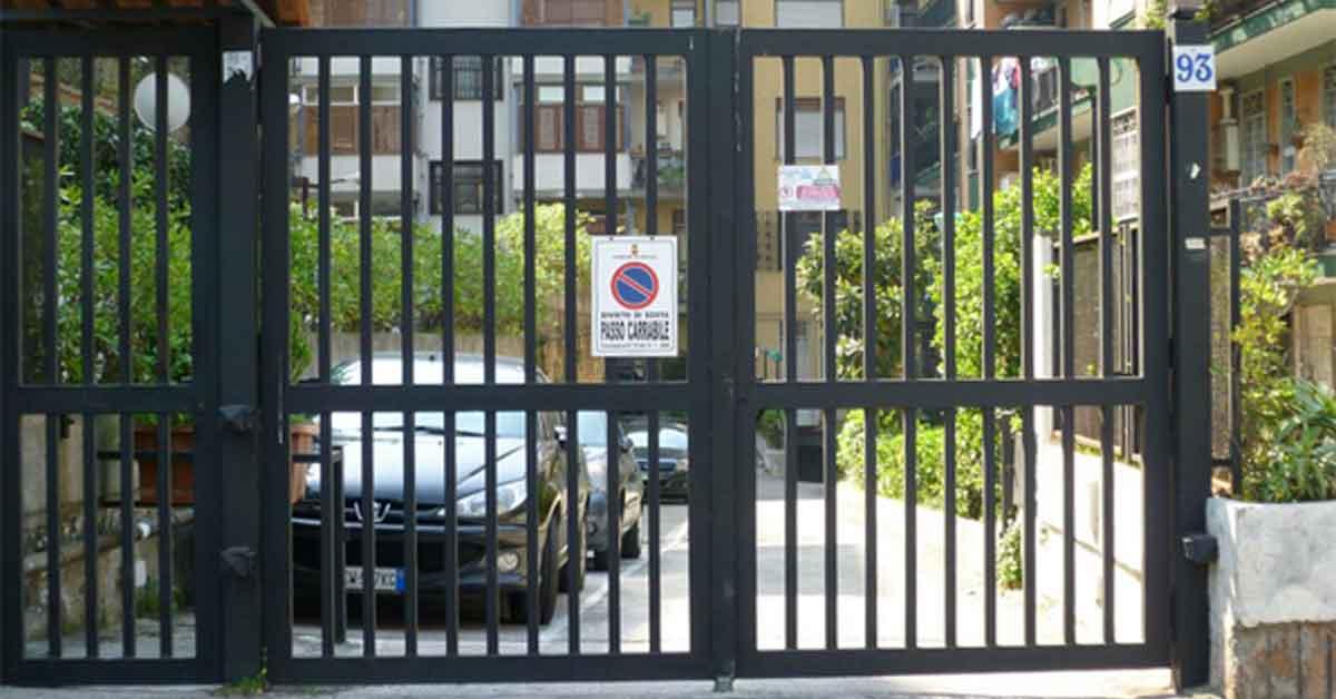 Fermo Per Cancello A Due Ante.Cancelli Automatici Le Responsabilita Dell Amministratore Di Condominio